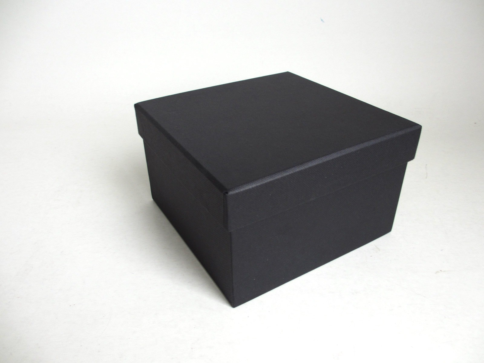 BLACK GIFT BOX SQUARE 22.5CM